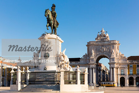 Praca do Comercio, Rua Augusta Arch (Arco Triunfal) and the equestrian statue of King Joseph I, Baixa District, Lisbon, Portugal Stock Photo - Rights-Managed, Image code: 700-08519630