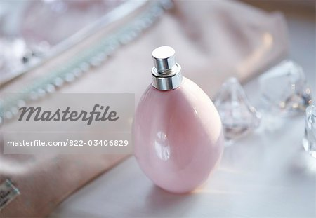 Close up of a pink perfume bottle Stock Photo - Rights-Managed, Image code: 822-03406829