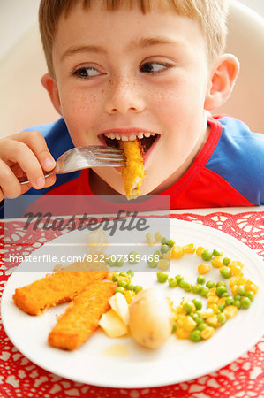 Young Boy Eating Fish fingers and Vegetables Stock Photo - Rights-Managed, Image code: 822-07355468
