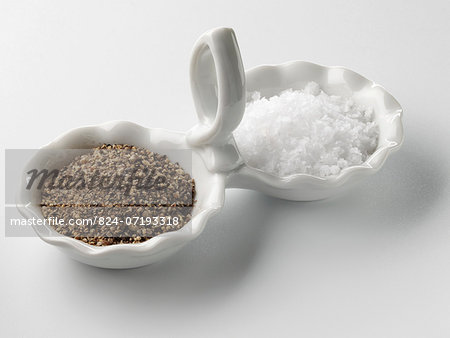 Black pepper and Maldon salt Stock Photo - Rights-Managed, Image code: 824-07193318