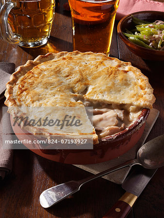 Whole chicken pie Stock Photo - Rights-Managed, Image code: 824-07193927