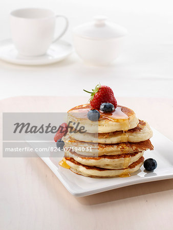 A pile of American pancakes with fruit and honey Stock Photo - Rights-Managed, Image code: 824-07194031