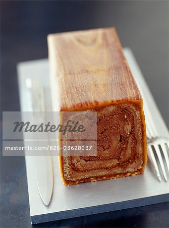 Starck's log cake Stock Photo - Rights-Managed, Image code: 825-03628037