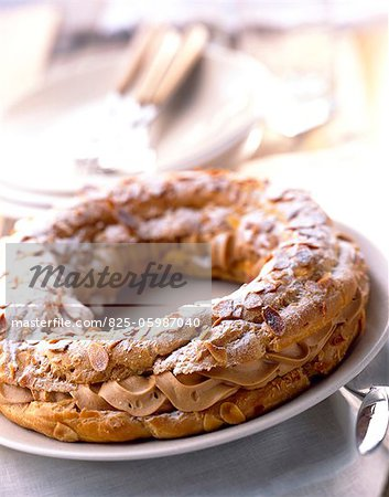 Paris-Brest chou pastry and praline cream cake Stock Photo - Rights-Managed, Image code: 825-05987040