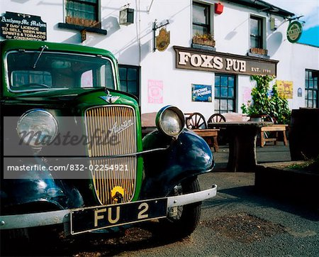 Fox's Pub, Co Wicklow, Ireland. Stock Photo - Rights-Managed, Image code: 832-02254921