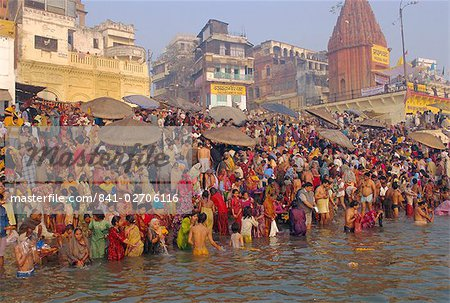 Hindu religious morning rituals in the Ganges (Ganga) River, Makar Sankranti festival, Varanasi (Benares), Uttar Pradesh State, India Stock Photo - Rights-Managed, Image code: 841-02706116