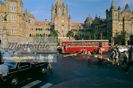 Traffic in front of the station, Victoria Railway Terminus, Mumbai (Bombay), Maharashtra State, India Stock Photo - Rights-Managed, Image code: 841-02706249