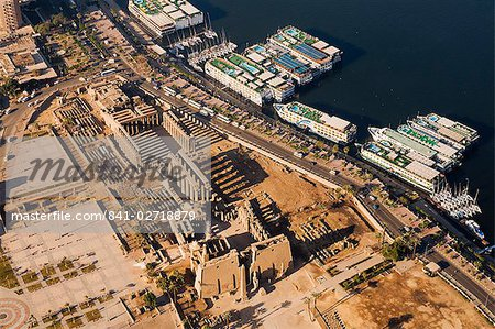Aerial view of Luxor Temple and the River Nile, Luxor, Thebes, UNESCO World Heritage Site, Egypt, North Africa, Africa