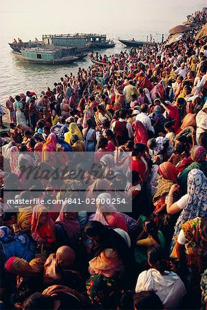 Mass bathing in the Ganges (Ganga) River during the Kartik Poonima Festival, Varanasi (Benares), Uttar Pradesh State, India, Asia Stock Photo - Rights-Managed, Image code: 841-02900254