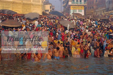 Hindu religious morning rituals in the Ganges (Ganga) River, Makar San Kranti festival, Varanasi (Benares), Uttar Pradesh State, India Stock Photo - Rights-Managed, Image code: 841-02903361