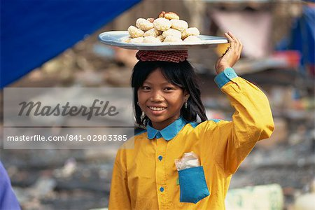 841-02903385em-young-girl-carrying-plate