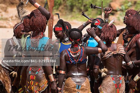 Women sing and dance before the bull jumping, Hamer Jumping of the Bulls initiation ceremony, Turmi, Lower Omo valley, Ethiopia, Africa Stock Photo - Rights-Managed, Image code: 841-02916984