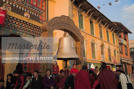 People near large bell in front of monastery, Lhosar Tibetan and Sherpa New Year festival, Bodhnath Stupa, UNESCO World Heritage Site, Bagmati, Kathmandu, Nepal, Asia Stock Photo - Rights-Managed, Image code: 841-02917375
