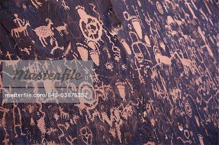Ancient American Indian petroglyphs at Newspaper Rock, Indian Creek, Canyonlands National Park, Utah, United States of America, North America