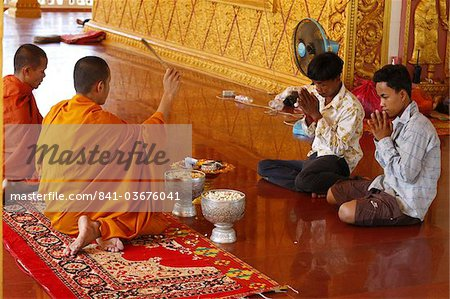 Buddhist ceremony in a Cambodian pagoda, Siem Reap, Cambodia, Indochina, Southeast Asia, Asia Stock Photo - Rights-Managed, Image code: 841-03676041