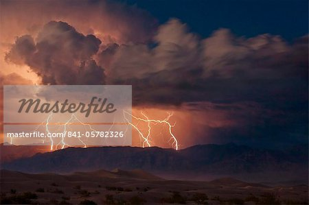 Electrical storm with forked lightning over the Grapevine mountains of the Amargosa Range, Mesquite Flats Sand dunes in the valley, Stovepipe Wells, Death Valley National Park, California, United States of America, North America Stock Photo - Rights-Managed, Image code: 841-05782326