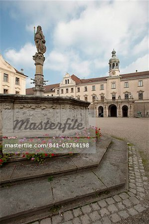 Palace of St. Emmeram, Castle of Thurn and Taxis, Regensburg, UNESCO World Heritage Site, Bavaria, Germany, Europe Stock Photo - Rights-Managed, Image code: 841-05784198