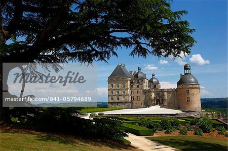 Chateau de Hautefort, Dordogne Valley, Aquitaine, France, Europe Stock Photo - Rights-Managed, Image code: 841-05794689