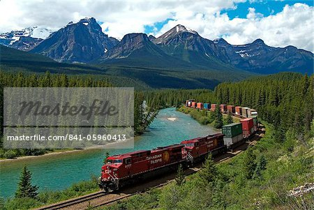 Morants Curve, Bow River, Canadian Pacific Railway, near Lake Louise, Banff National Park, UNESCO World Heritage Site, Alberta, Rocky Mountains, Canada, North America
