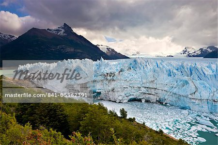 Spectacular Perito Moreno glacier, situated within Los Glaciares National Park, UNESCO World Heritage Site, Patagonia, Argentina, South America Stock Photo - Rights-Managed, Image code: 841-05962391