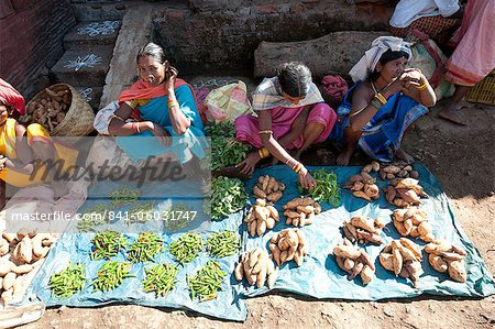 Mali tribeswomen selling chillies and sweet potatoes at weekly market, Rayagader, Orissa, India, Asia Stock Photo - Rights-Managed, Image code: 841-06031747