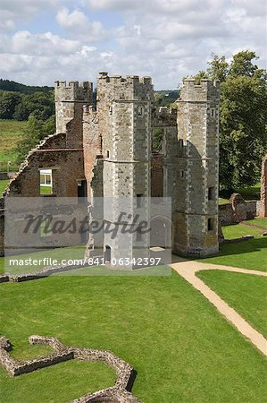 The inner gatehouse to the 16th century Tudor Cowdray Castle at Midhurst, West Sussex, England, United Kingdom, Europe Stock Photo - Rights-Managed, Image code: 841-06342397