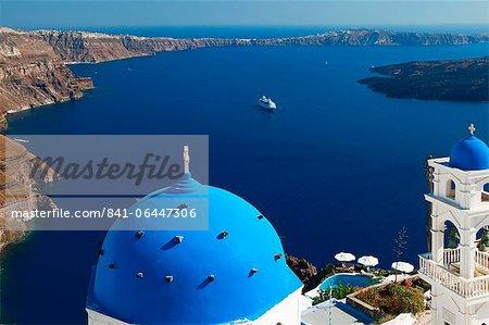 View from Imerovigli overlooking ocean, Santorini, Cyclades, Greek Islands, Greece, Europe