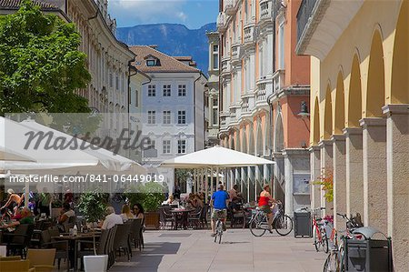 Cafes and shops, Via Mostra, Bolzano, Bolzano Province, Trentino-Alto Adige, Italy, Europe Stock Photo - Rights-Managed, Image code: 841-06449019
