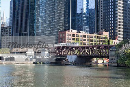 El train crossing Lake Street Bridge over the Chicago River, The Loop, Chicago, Illinois, United States of America, North America Stock Photo - Rights-Managed, Image code: 841-06616671
