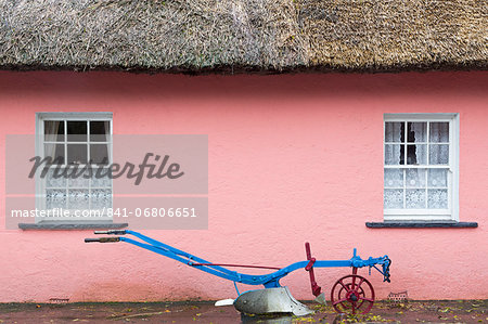 Golden Vale Farmhouse in Bunratty Castle and Folk Park, County Clare, Munster, Republic of Ireland, Europe Stock Photo - Rights-Managed, Image code: 841-06806651
