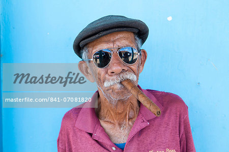 Old man wearing sunglasses and flat cap, smoking big Cuban cigar, Vinales, Pinar Del Rio Province, Cuba, West Indies, Central America Stock Photo - Rights-Managed, Image code: 841-07081820