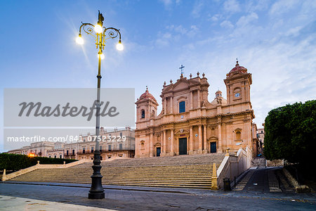 Duomo (Noto Cathedral) (St. Nicholas Cathedral) (Cattedrale di Noto), Piazza Municipio, Noto, Val di Noto, UNESCO World Heritage Site, Sicily, Italy, Europe Stock Photo - Rights-Managed, Image code: 841-07523229