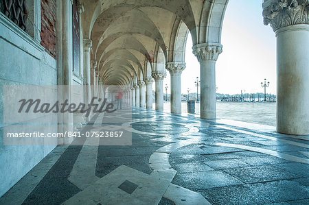 Arches of Doge's Palace, Venice, UNESCO World Heritage Site, Veneto, Italy, Europe Stock Photo - Rights-Managed, Image code: 841-07523857