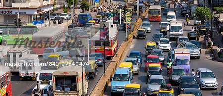 Traffic congestion on downtown highway to Bandra, Andheri and Santacruz and access route to the BKC Complex in Mumbai, India Stock Photo - Rights-Managed, Image code: 841-07540474