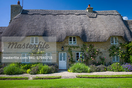 Quaint traditional thatched cottage in Minster Lovell in The Cotswolds, Oxfordshire, UK Stock Photo - Rights-Managed, Image code: 841-07540715