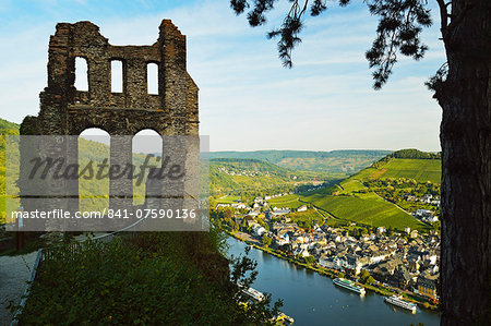 View from Grevenburg Castle of Traben-Trarbach and Moselle River (Mosel), Rhineland-Palatinate, Germany, Europe Stock Photo - Rights-Managed, Image code: 841-07590136