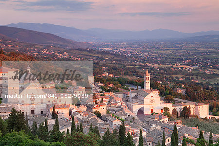 View over Assisi to Santa Chiara Basilica and San Rufino Cathedral at sunset, Assisi, Perugia District, Umbria, Italy, Europe Stock Photo - Rights-Managed, Image code: 841-08279039