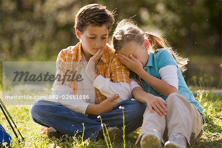 Boy and girl sitting in park, girl leaning on boy's shoulder Stock Photo - Rights-Managed, Image code: 842-02651886