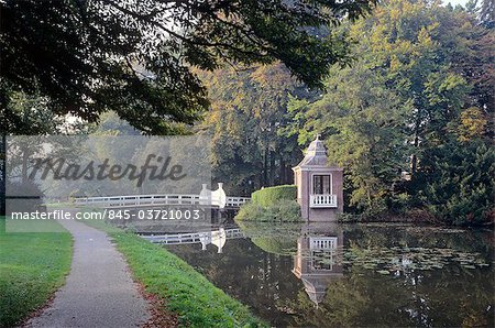 Netherlands, Utrecht, autumn in park around Slot Zeist