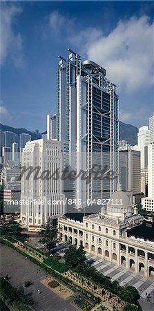 Hong Kong and Shanghai Bank, Hong Kong (1979-86). Architects: Norman Foster