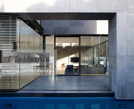 Modern house with water feature, Hertzelia, Tel Aviv District, Israel. Architects: Pitsou Kedem Stock Photo - Rights-Managed, Image code: 845-06008146