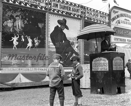 1920s BOYS COUNTING CHANGE FOR ENTRANCE TO CIRCUS SIDESHOW Stock Photo - Rights-Managed, Image code: 846-02792227