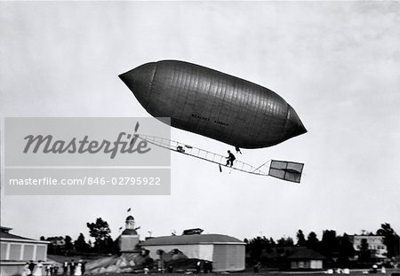 1900s 1910s LINCOLN BEACHEY AIRSHIP APPEARANCE IS CROSS BETWEEN HOT AIR BALLOON AND BLIMP Stock Photo - Rights-Managed, Image code: 846-02795922
