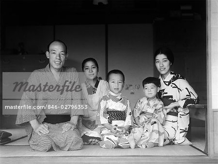 1930s TYPICAL JAPANESE FAMILY OF 4 WITH MAID SERVANT AT HOME PORTRAIT KIMONOS TRADITIONAL NATIVE COSTUME JAPAN Stock Photo - Rights-Managed, Image code: 846-02796353