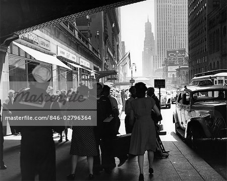 1940s GRAND CENTRAL STATION PEDESTRIAN SAILOR UNIFORM TAXI STORE MEN WOMEN 42ND STREET SIDEWALK NYC USA Stock Photo - Rights-Managed, Image code: 846-02796364