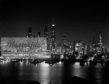 1950s NIGHT SKYLINE MIDTOWN MANHATTAN NEW YORK CITY EMPIRE STATE BUILDING HUDSON RIVER Stock Photo - Rights-Managed, Image code: 846-02796611