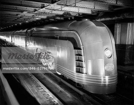 1930s ANGLED VIEW OF NEW YORK CENTRAL STREAMLINED PASSENGER TRAIN Stock Photo - Rights-Managed, Image code: 846-02796706