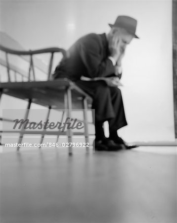 1960s DEPRESSED ELDERLY MAN SITTING ON BENCH LEANING FORWARD ELBOWS ON KNEES HEAD IN HANDS Stock Photo - Rights-Managed, Image code: 846-02796922