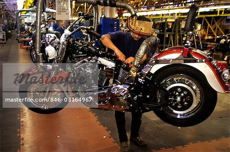 HARLEY DAVIDSON MOTORCYCLE ASSEMBLY LINE YORK PA Stock Photo - Rights-Managed, Image code: 846-03164967