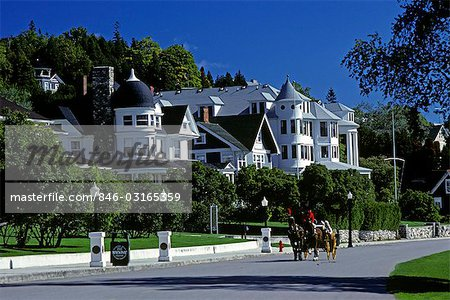 TOURIST CARRIAGE RIDE MACKINAC ISLAND, MI Stock Photo - Rights-Managed, Image code: 846-03165359